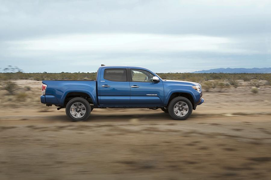 2016 Toyota Tacoma Photo 3 of 19