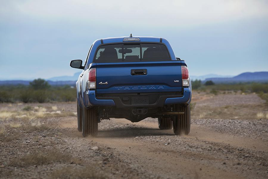 2016 Toyota Tacoma Photo 4 of 19