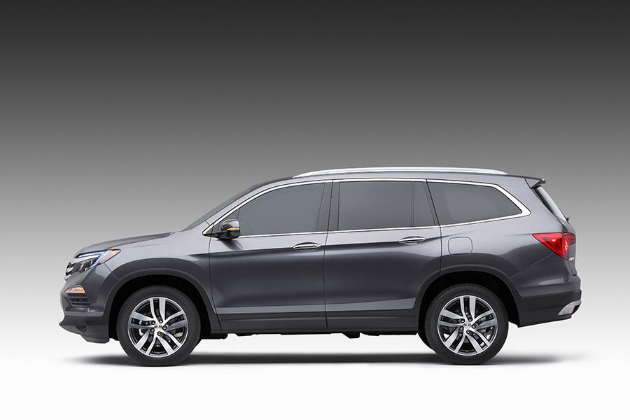 2016 Honda Pilot Photo 4 of 24