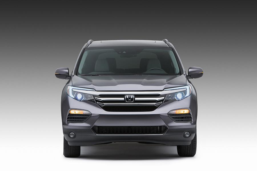 2016 Honda Pilot Photo 2 of 24
