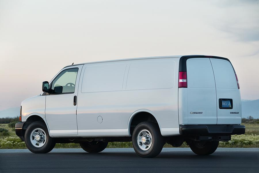 2015 Chevrolet Express 2500 Photo 2 of 14