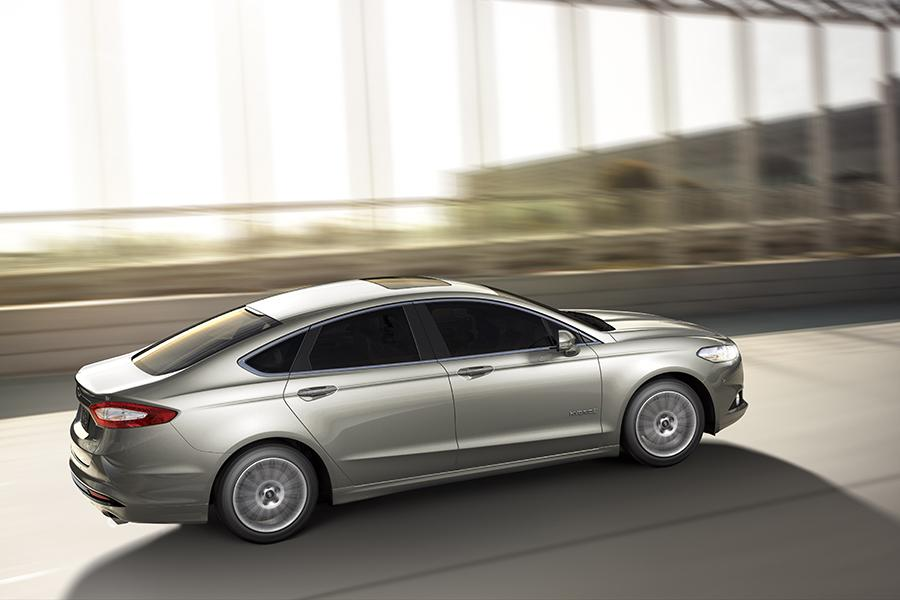 2015 Ford Fusion Hybrid Photo 2 of 11