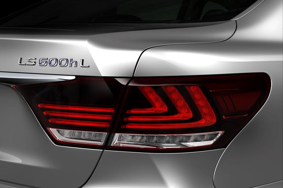 2015 Lexus LS 600h L Photo 4 of 17