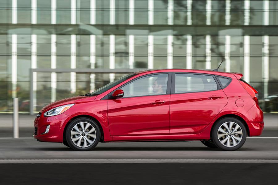 2015 Hyundai Accent Photo 3 of 17