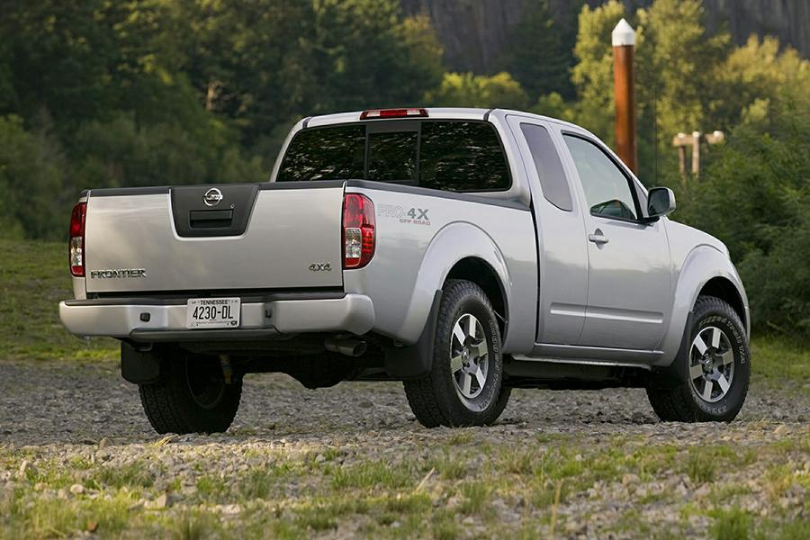 2015 nissan frontier reviews specs and prices. Black Bedroom Furniture Sets. Home Design Ideas