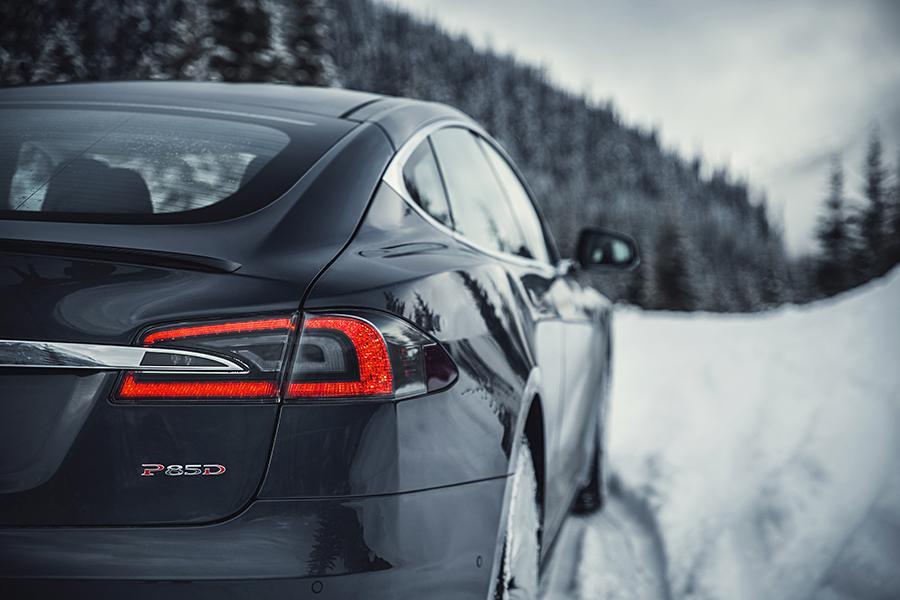 2015 Tesla Model S Photo 4 of 19