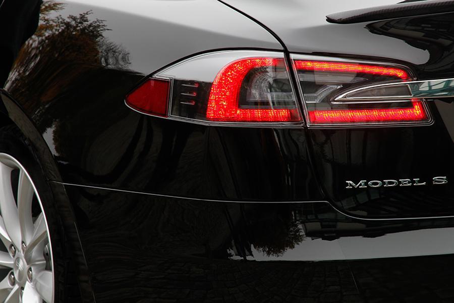 2015 Tesla Model S Photo 3 of 19