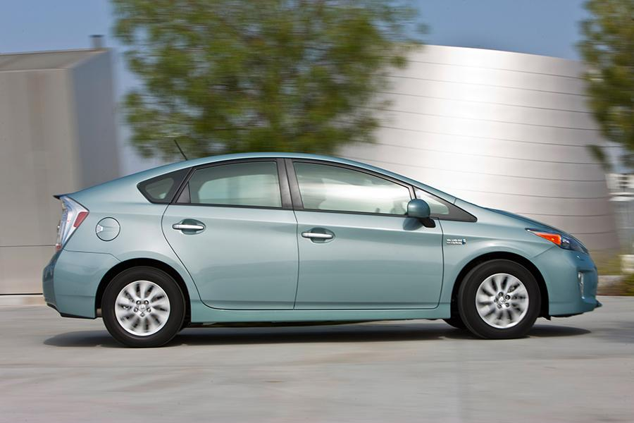 2015 Toyota Prius Plug-in Photo 5 of 14