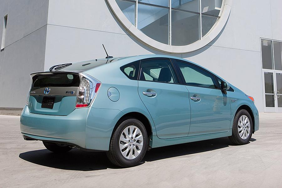 2015 Toyota Prius Plug-in Photo 4 of 14