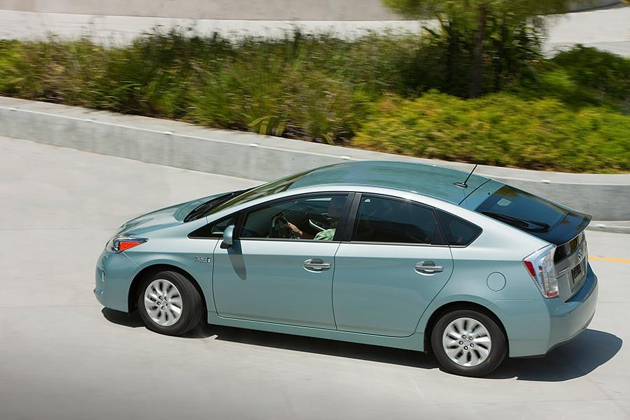 2015 Toyota Prius Plug-in Photo 6 of 14