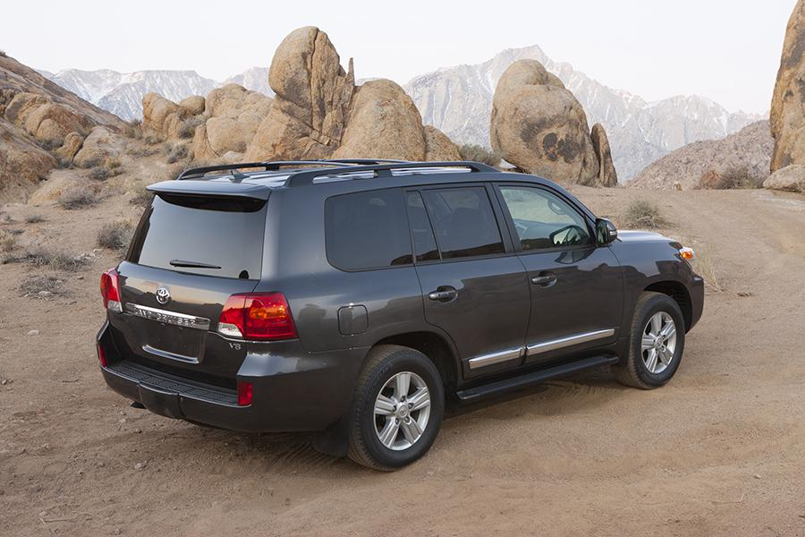 2015 Toyota Land Cruiser Photo 2 of 11