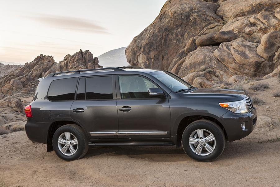 2015 Toyota Land Cruiser Photo 3 of 11