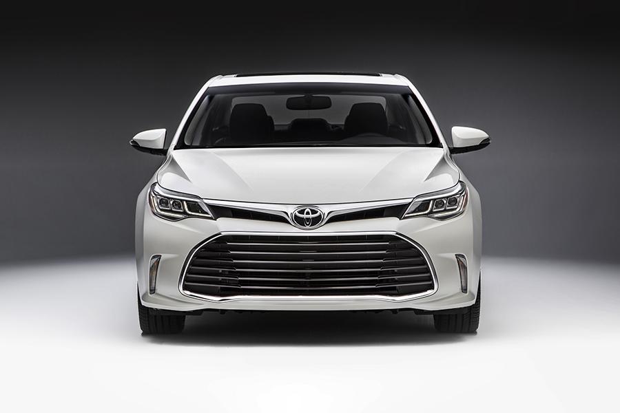 2016 Toyota Avalon Photo 2 of 11