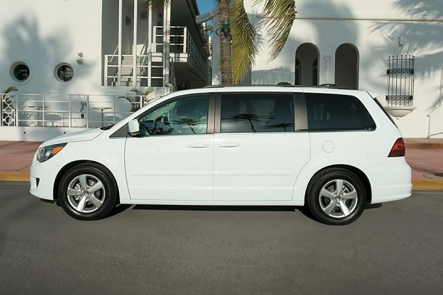2014 Volkswagen Routan Photo 4 of 6