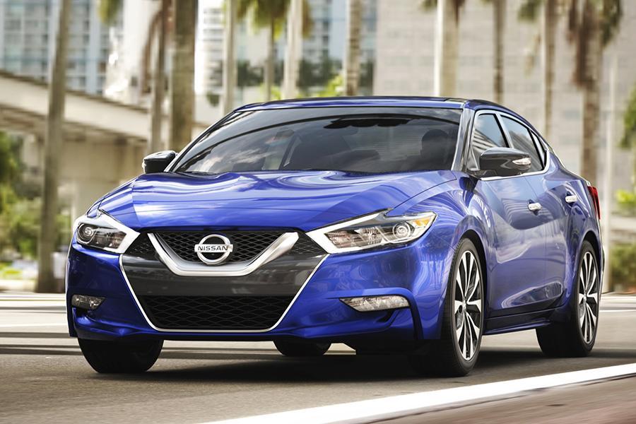 2016 Nissan Maxima Photo 2 of 18