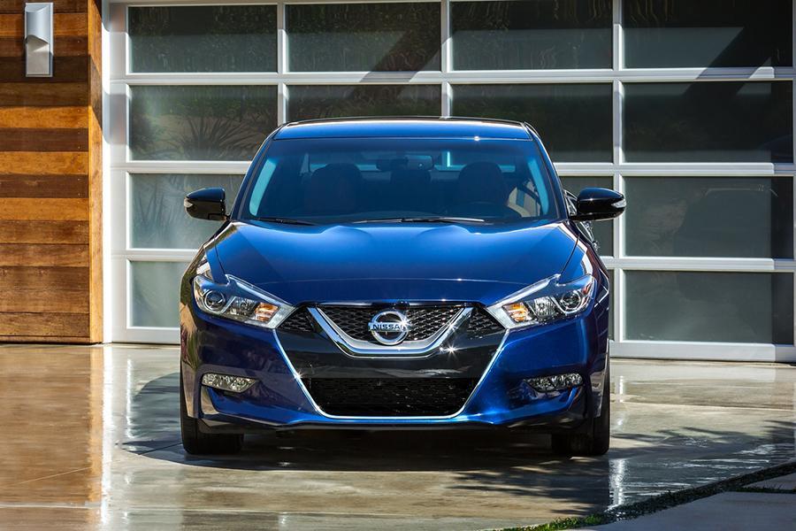 2016 Nissan Maxima Photo 4 of 18