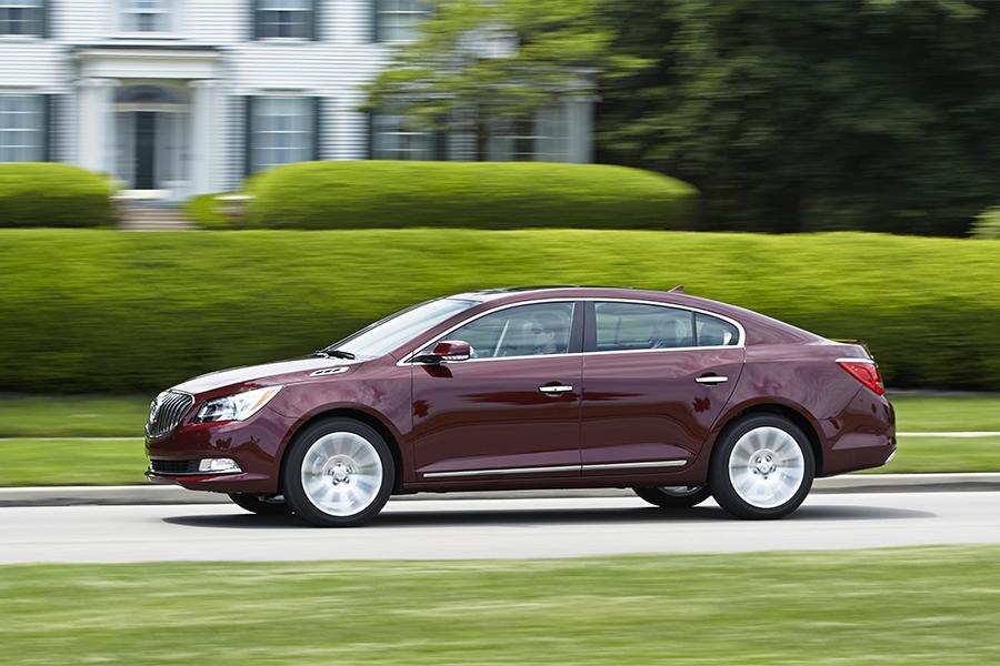 2016 Buick LaCrosse Photo 3 of 9