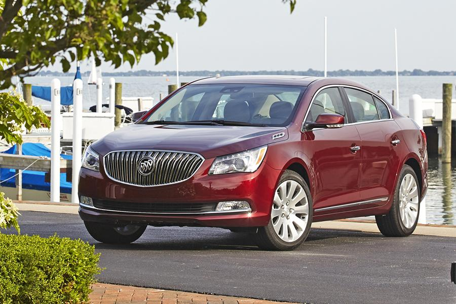 2016 Buick LaCrosse Photo 2 of 9