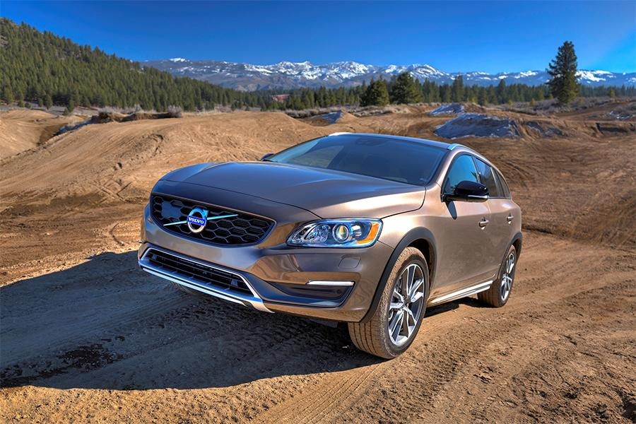 2016 volvo v60 cross country reviews specs and prices. Black Bedroom Furniture Sets. Home Design Ideas