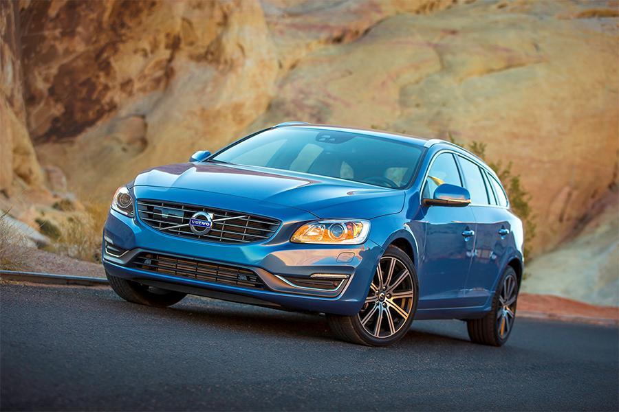 2016 Volvo V60 Photo 4 of 9
