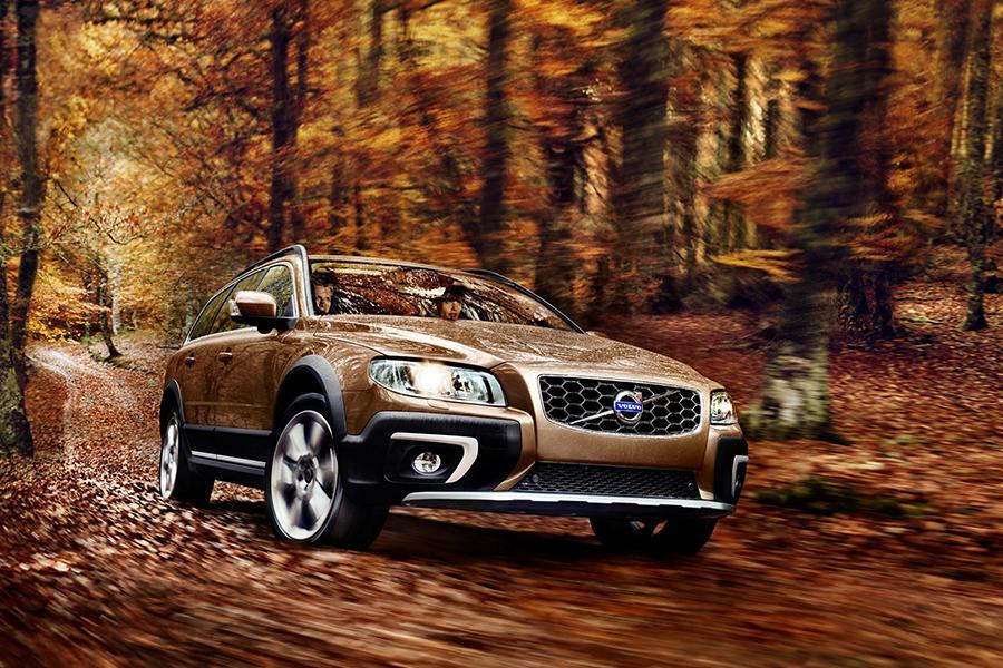 Volvo Xc70 Wagon Models Price Specs Reviews Cars Com
