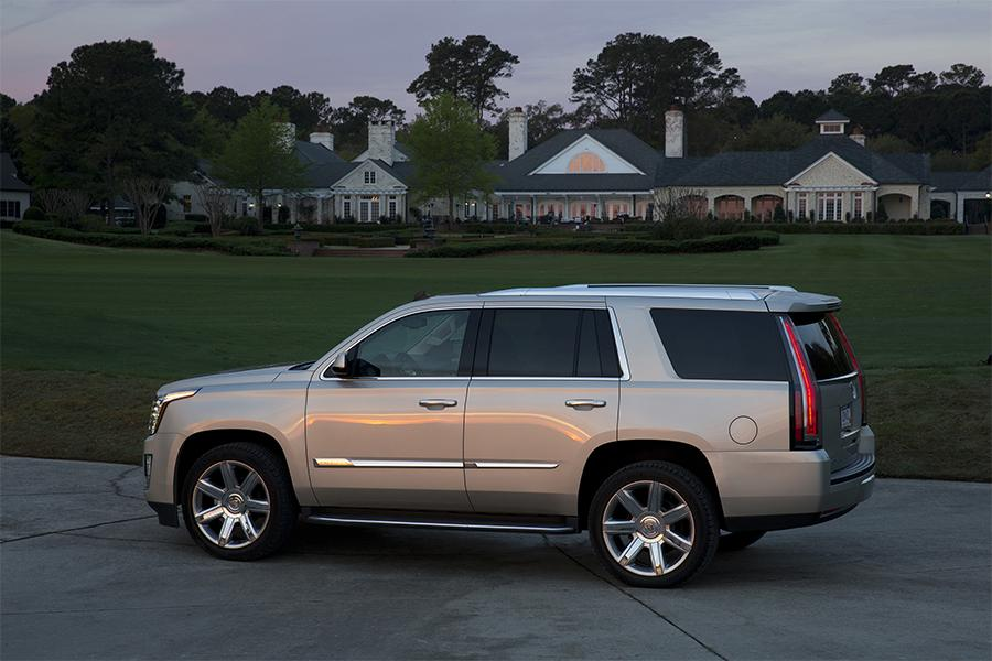 2016 Cadillac Escalade Overview | Cars.com
