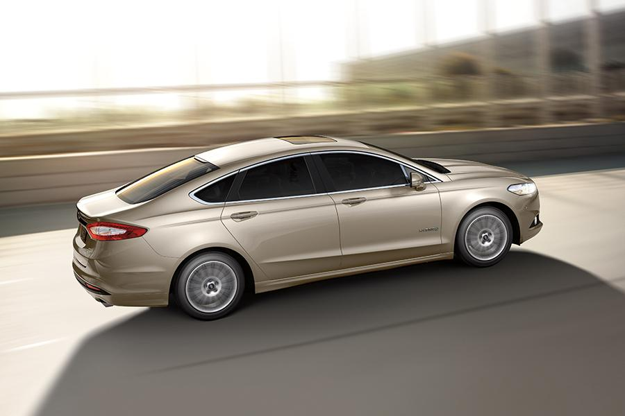 2016 ford fusion hybrid reviews specs and prices. Black Bedroom Furniture Sets. Home Design Ideas