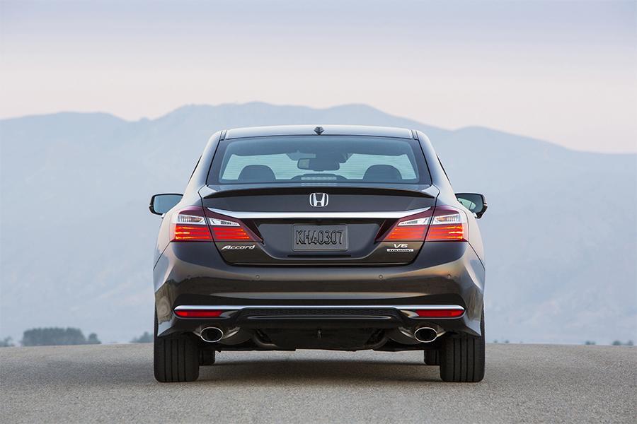 2016 Honda Accord Photo 4 of 30
