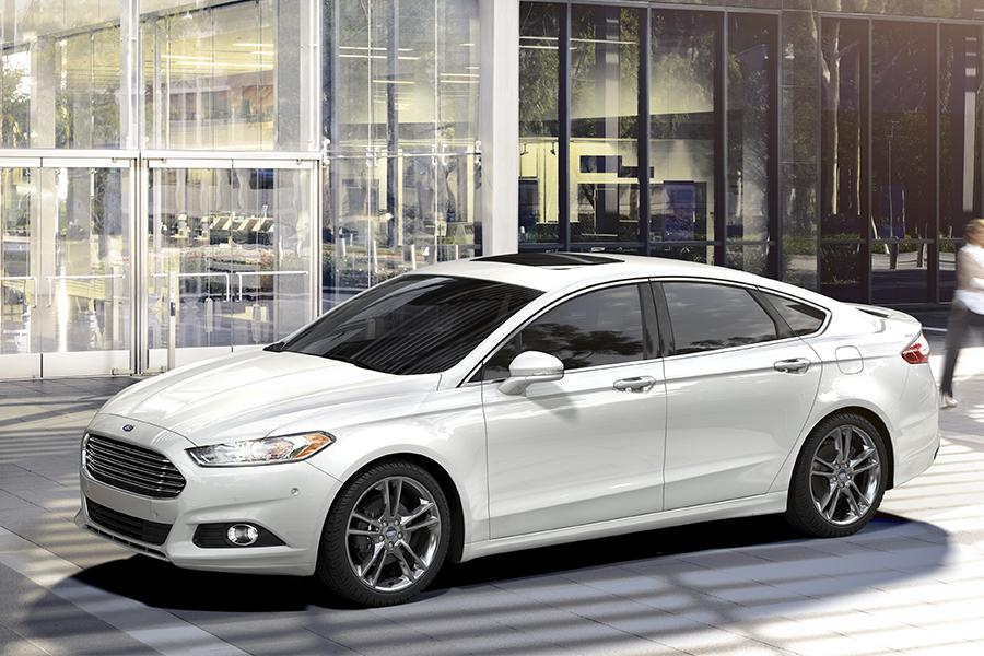 2016 Ford Fusion Overview  Carscom