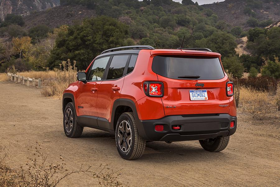 2016 jeep renegade reviews specs and prices. Black Bedroom Furniture Sets. Home Design Ideas