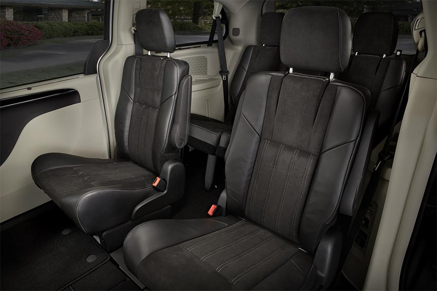 Chrysler Town U0026 Country Passenger Van Models, Price, Specs, Reviews |  Cars.com