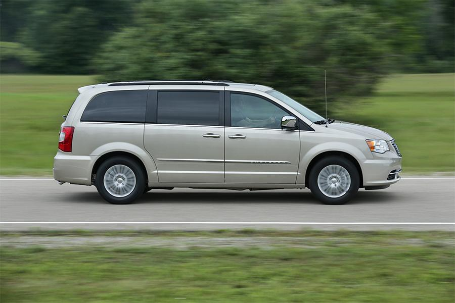 Town And Country Dodge >> 2016 Chrysler Town Country Overview Cars Com