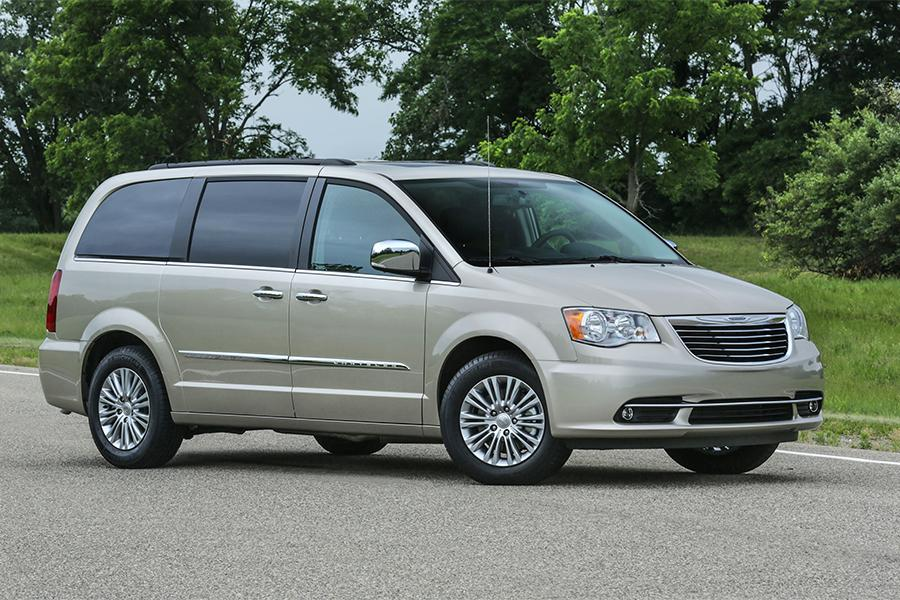 2016 Chrysler Town & Country Photo 1 of 11