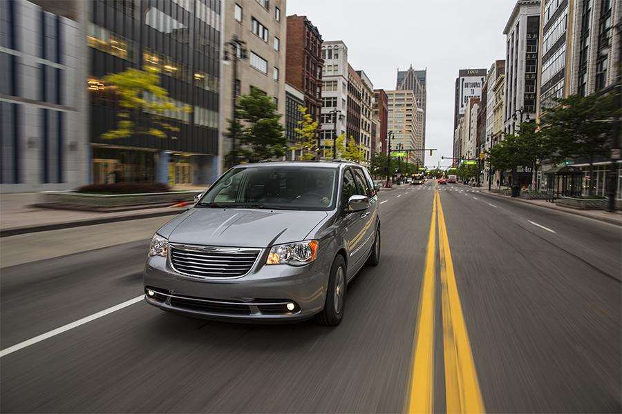 2016 Chrysler Town & Country Photo 6 of 11