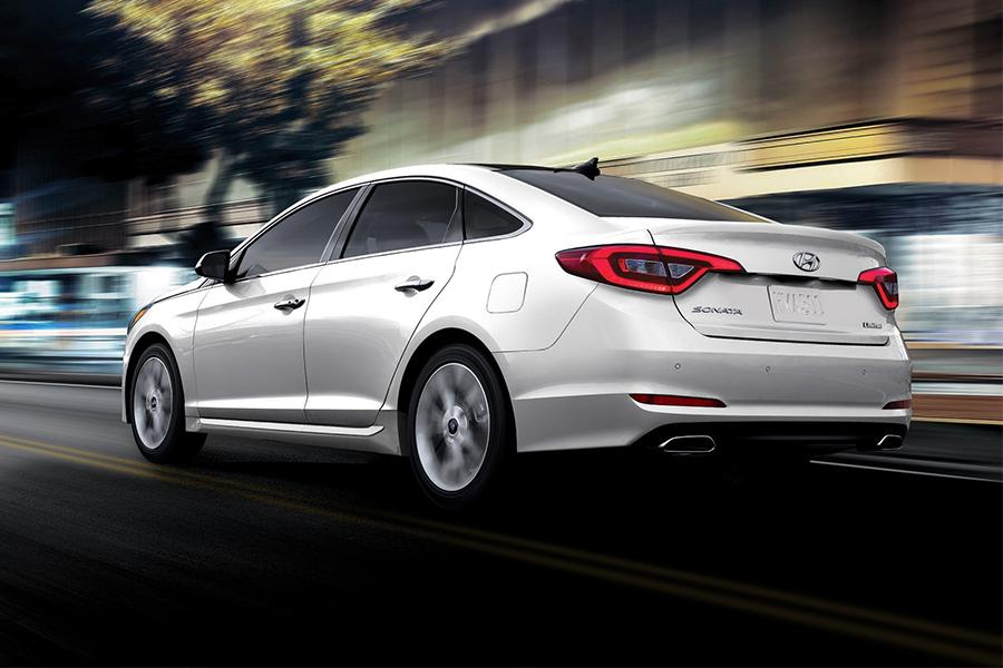 2016 Hyundai Sonata Photo 2 of 18