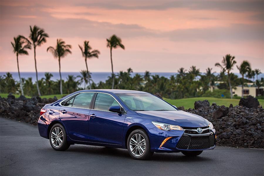 2016 Toyota Camry Hybrid Photo 2 of 9