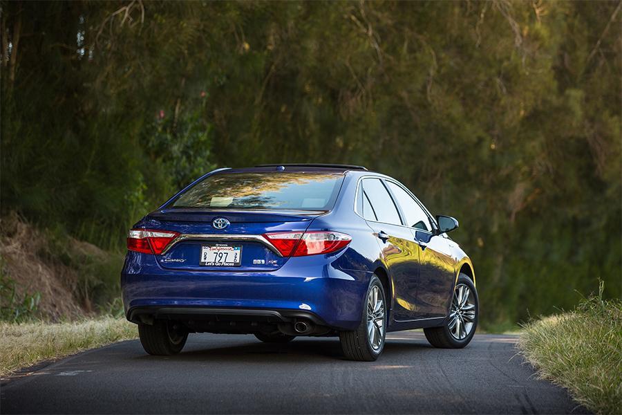 2016 Toyota Camry Hybrid Photo 6 of 9