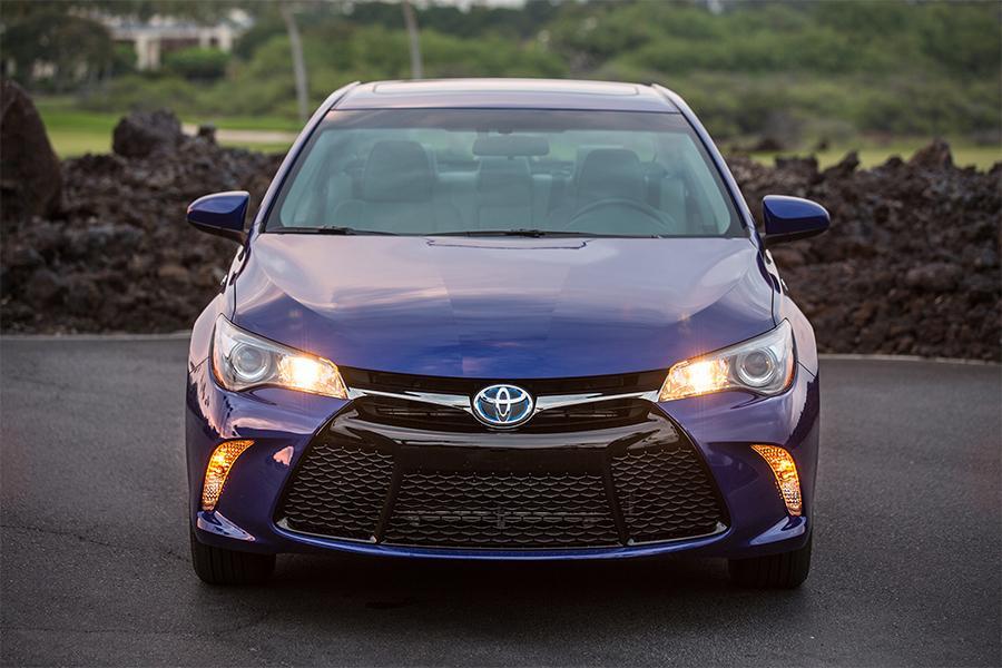 2016 Toyota Camry Hybrid Photo 5 of 9