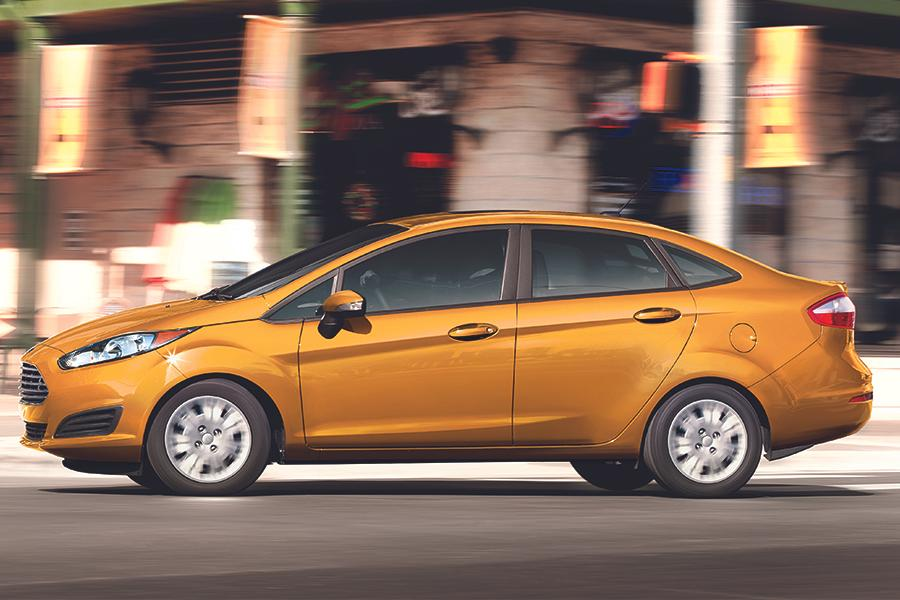 2016 Ford Fiesta Photo 6 of 17