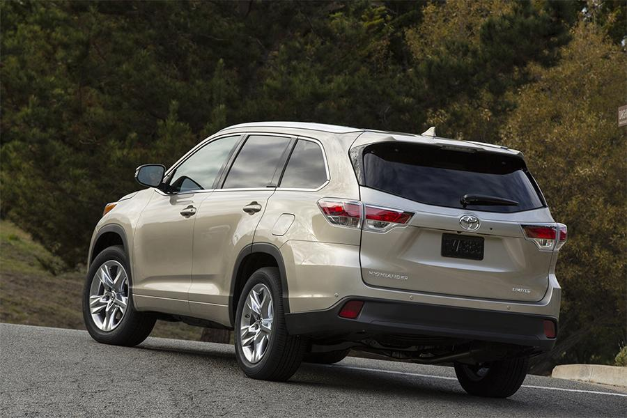 2016 toyota highlander overview. Black Bedroom Furniture Sets. Home Design Ideas