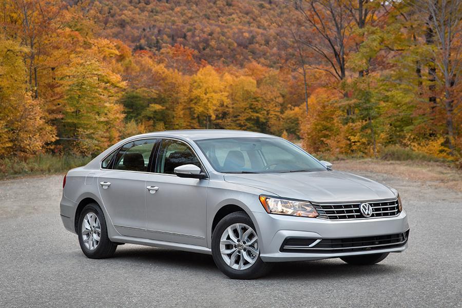 2016 Volkswagen Passat Photo 1 of 22
