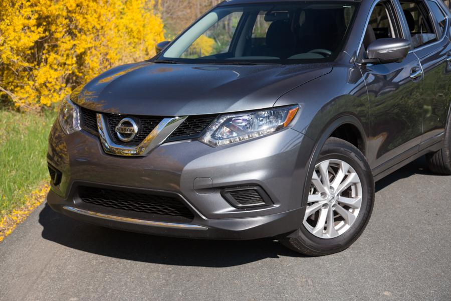 2016 Nissan Rogue Photo 2 of 27
