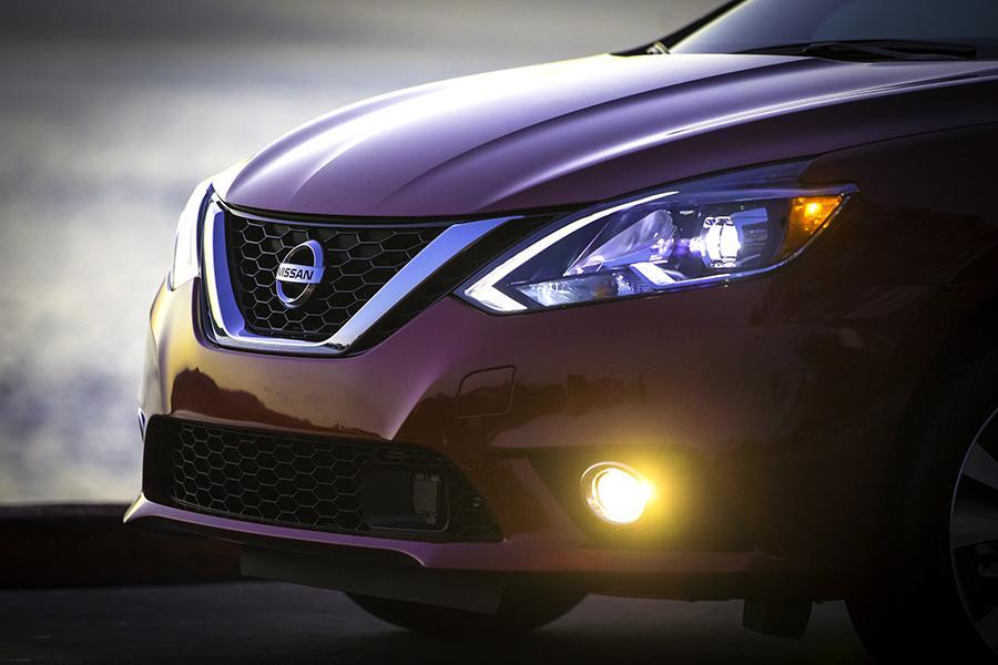 2016 Nissan Sentra Photo 3 of 14