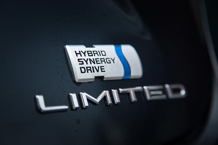 2016 Toyota Avalon Hybrid Photo 2 of 25