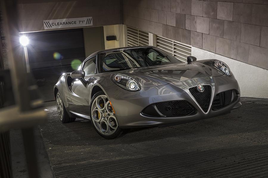 2016 Alfa Romeo 4C Photo 3 of 10