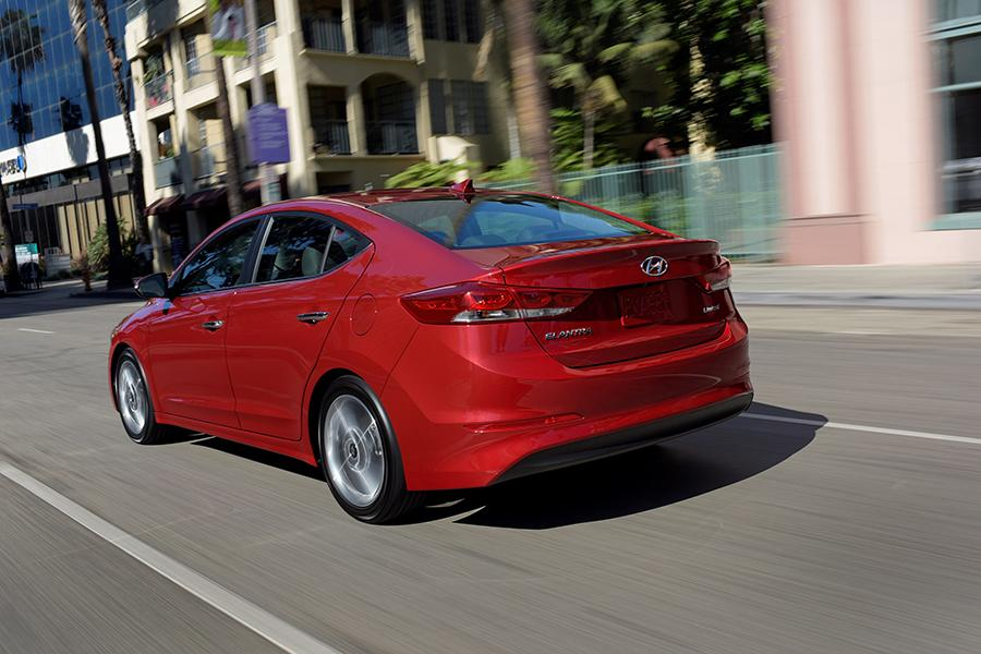 2017 Hyundai Elantra Photo 5 of 20