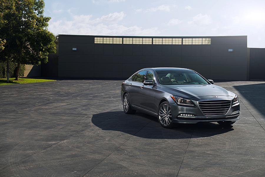2016 Hyundai Genesis Photo 3 of 18