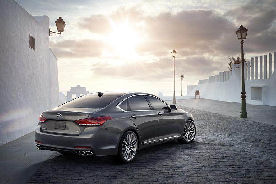 2016 Hyundai Genesis Photo 2 of 18