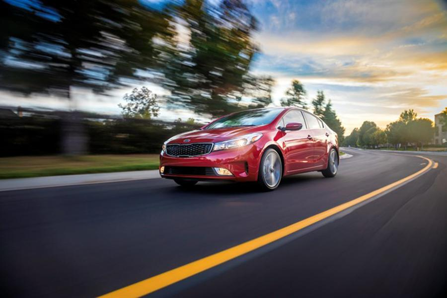 2017 Kia Forte Photo 2 of 8