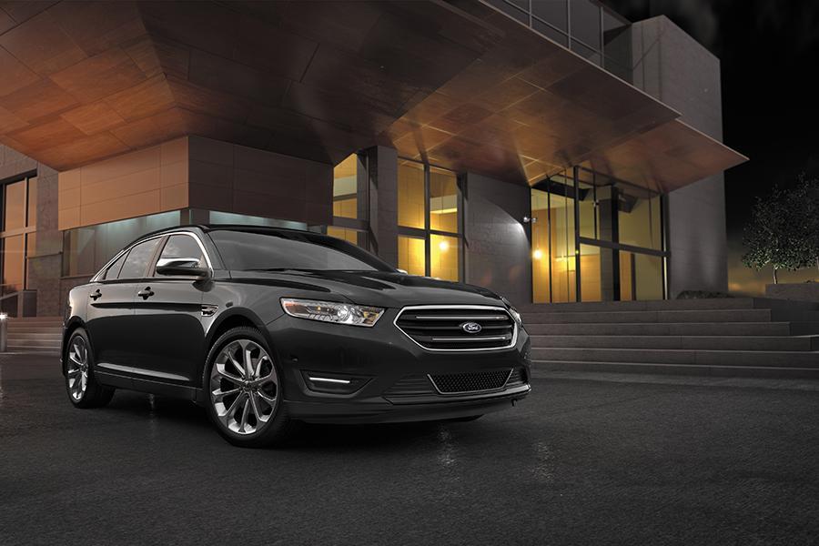 2016 Ford Taurus Photo 2 of 8
